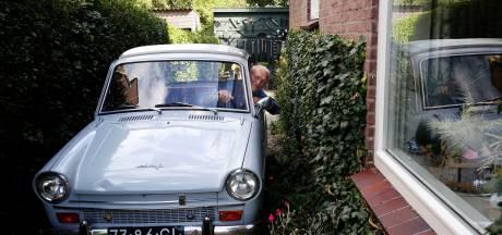 Jan, Jans & hun Dafje zijn een attractie in de polder 'Verkopen? Nog voor geen ton'