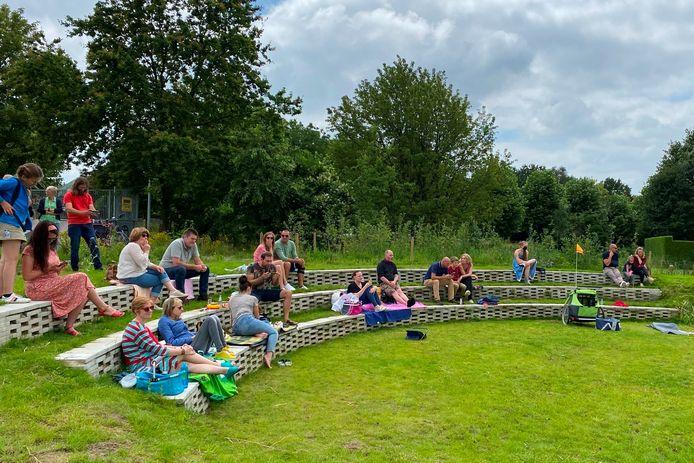 De vlakbij gelegen Sint-Martinusschool zal het amfitheater van TUIN9420 in Erpe wellicht gebruiken om buiten les te geven.