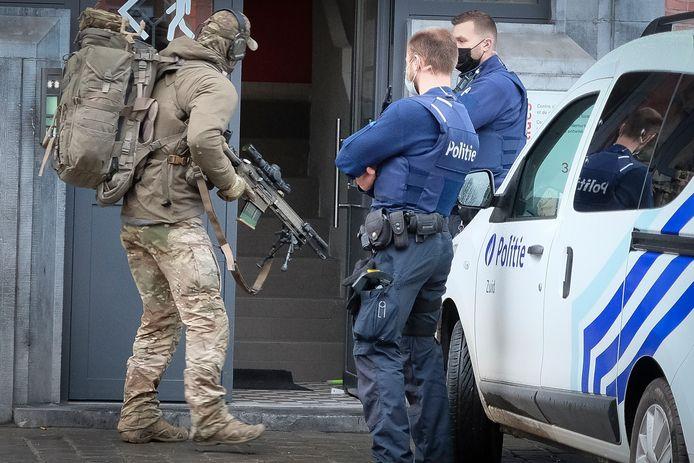 Gewapende man verschanst zich in huis in Anderlecht.