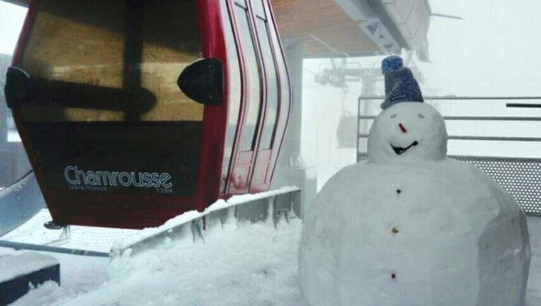 In Chamrousse, Isère, viel er zelfs genoeg sneeuw om een sneeuwpop te maken.