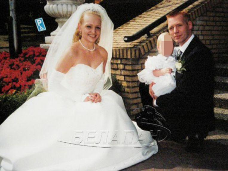 De overleden Katrina Khanyak, Robert-Jan Breukel en hun dochtertje bij hun huwelijk.