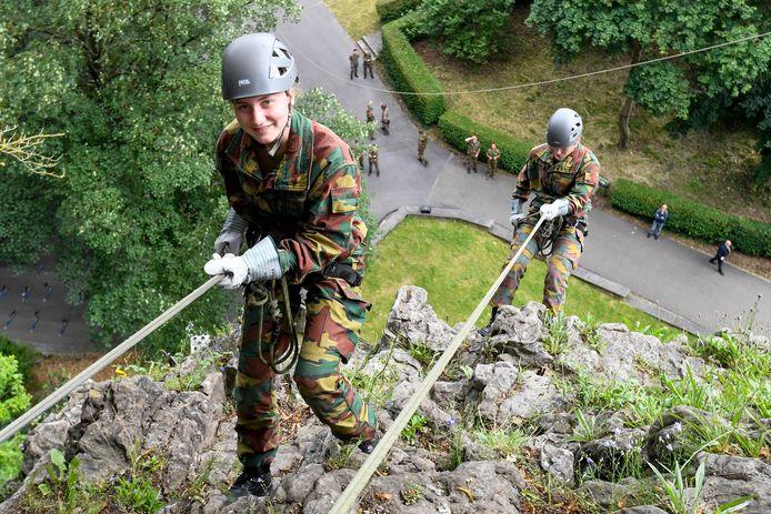 La princesse héritière Elisabeth photographiée lors d'un camp d'entraînement de trois jours au Training Center Commando de Marche-les-Dames, pour terminer sa formation d'un an à l'Académie royale militaire.