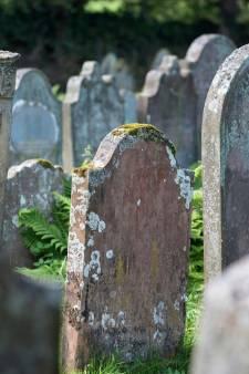 Help, de begraafplaats raakt vol... onderzoeksbureau geeft Bunschoten een oplossing: stapelen
