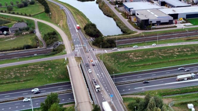 Geldermalsen loopt vast zonder breder A15-viaduct: filedruk onhoudbaar