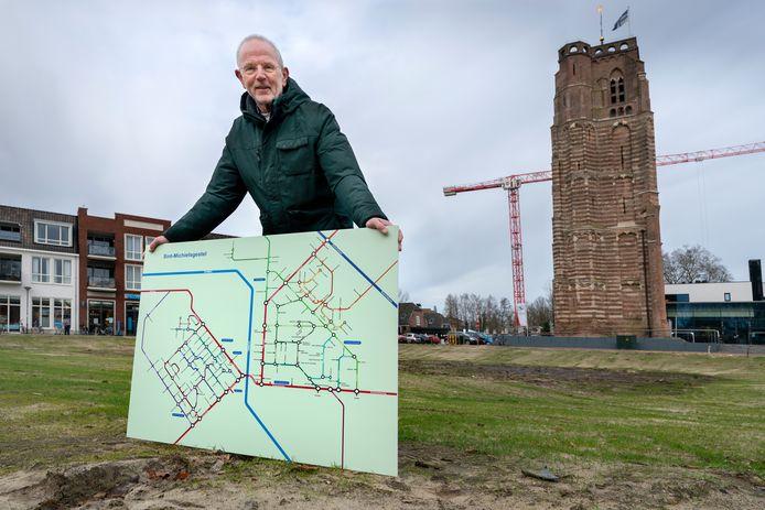 Jan Sterks met zijn metroplan voor het dorp. Foto op het Petrus Dondersplein waar al heel lang een gapend gat ligt.