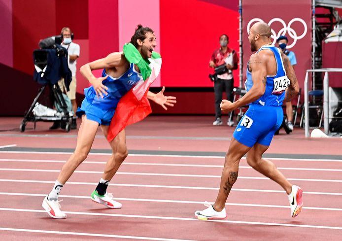 Gianmarco Tamberi en Marcell Lamont Jacobs vieren het goud.
