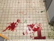 Trappenhuis tot aan acht hoog onder bloedspatten door 'ongeluk'