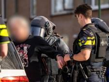 Arrestatieteam valt woning binnen in Geertruidenberg en overmeestert verwarde man met wapen
