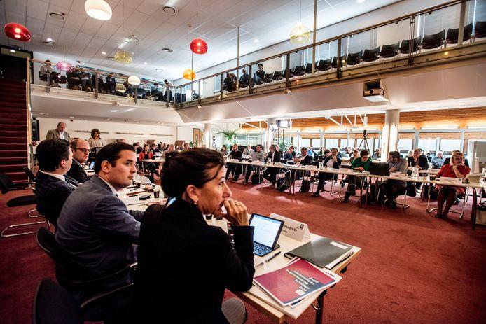 Vergadering van de Tilburgse raad, bezien vanaf de collegetafel.