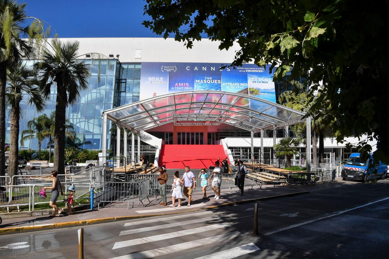 Opbouw van de 74ste editie van het Filmfestival van Cannes, dat als vanouds weer doorgaat op La Croisette.  Beeld Photo News