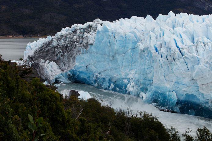 Volgens experts gaat het om een natuurlijk fenomeen voor dit type gletsjer. De gletsjer behoudt met andere woorden zijn gemiddelde omvang, in tegenstelling tot andere die inkrimpen.