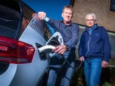 Gaan we massaal elektrisch rijden? Zutphense 'laadcoaches' weten alles van deze ontploffende automarkt