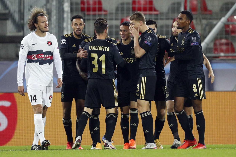 Ajax viert de 0-1 van Antony