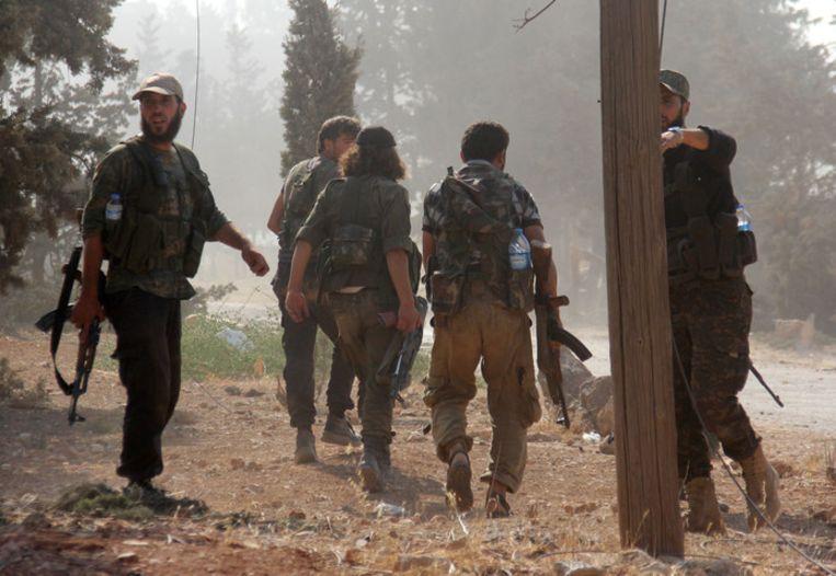 Strijders van het Al-Nusra Front in Syrië in 2016; in dat jaar had de verdachte die in Kapelle is aangehouden het land overigens al lang verlaten.