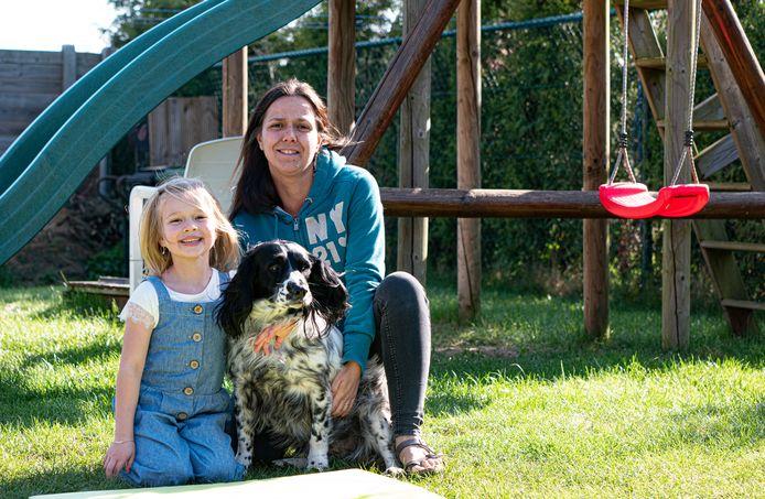 Amélie Demeyer is amper zes jaar oud maar fel begaan met de ernst van de coronacrisis.