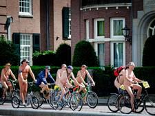 Weer naakt op de fiets tegen fossiele brandstoffen