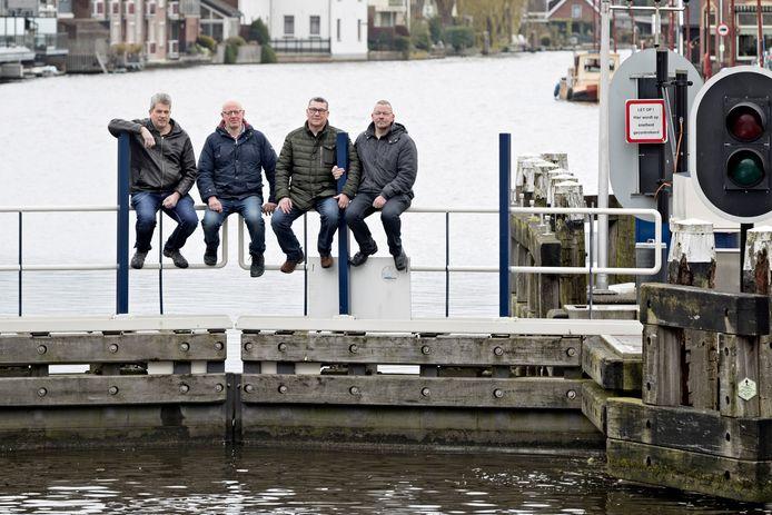 In de Oude Rijn bij de Bodegraafse sluizen wordt in de zomer een zwemtocht open water georganiseerd. Het organisatiecomité, bestaande uit Rob Schol, Rob van den Bor,Henk Labordus en Erwin de Jong.