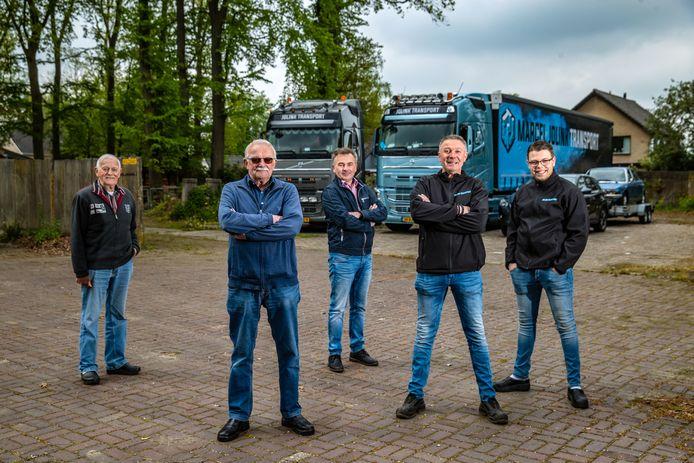 Grondverzet, automakelaardij en transport: de familie Jolink uit Diepenveen heeft rubber door de aderen lopen. Vlnr: Henk, Hans, Jan-Willem, Marcel en Luuk Jolink.