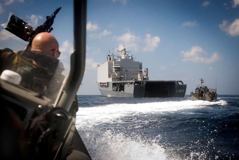 Nederlandse mariniers patrouilleren in het gebied rond Somalië in het kader van de operatie Atalanta, een missie van de Europese Unie om de piraterij te stoppen voor de Somalische kust. Beeld ANP