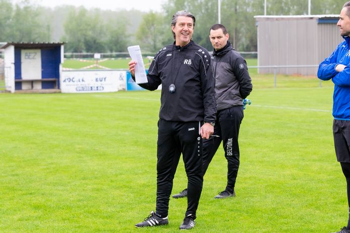 """Robby Buyens (57) moet SKN Sint-Niklaas weer op de rails zetten. """"Op vlak van winnaarsmentaliteit moeten we nog heel wat stappen zetten."""""""