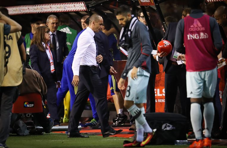Belgium's head coach Roberto Martinez leaves the pitch after a friendly match between Belgian national soccer team Red Devils and Spain, on Thursday 01 September 2016, in Brussels. BELGA PHOTO VIRGINIE LEFOUR Beeld null