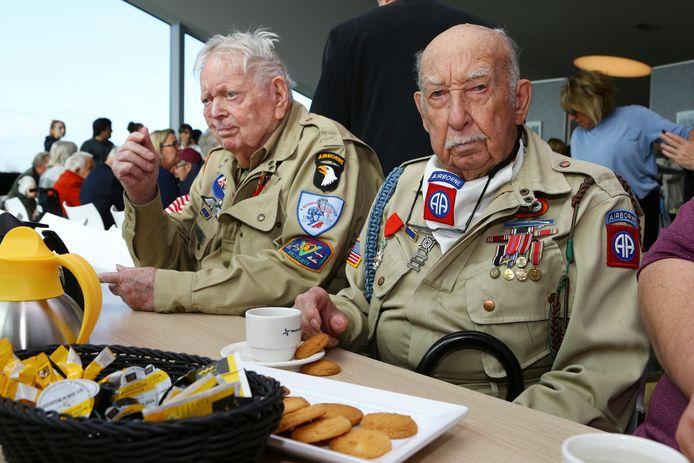 Veteranen bezoeken de Biesbosch.