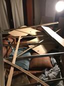 De verlaagde plafond van Dennis Verhulst viel naar beneden toen hij amper een maand in zijn nieuwe huis woonde.