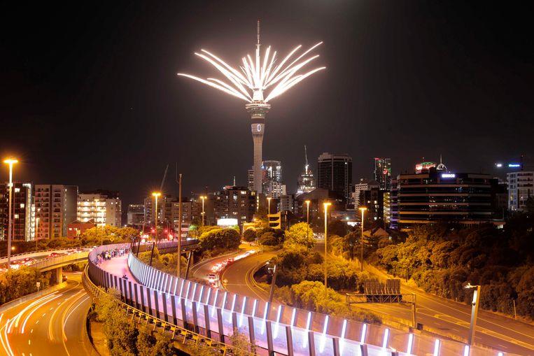 In de Nieuw-Zeelandse hoofdstad Auckland werd het nieuwe jaar ingeluid met vuurwerk en een lichtshow.  Beeld AP