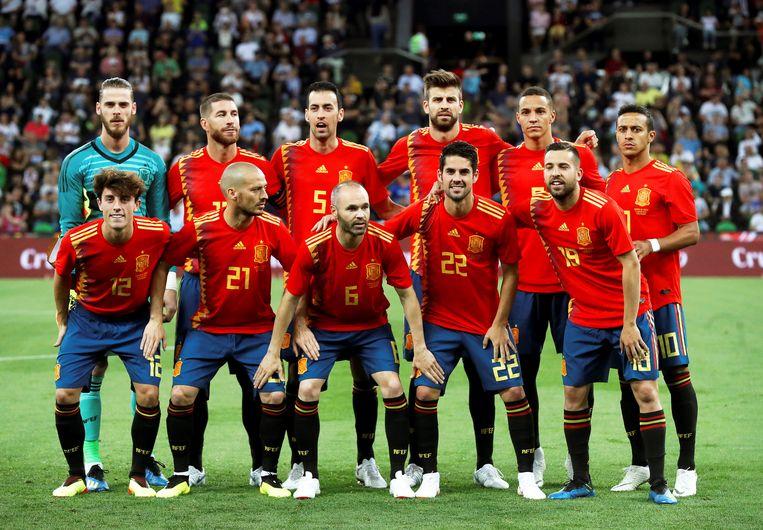 De ploeg van Spanje tijdens de met 1-0 gewonnen oefenwedstrijd tegen Tunesië. Beeld EPA