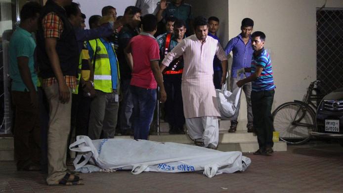Het lichaam van de vermoorde Xulhaz Mannan.