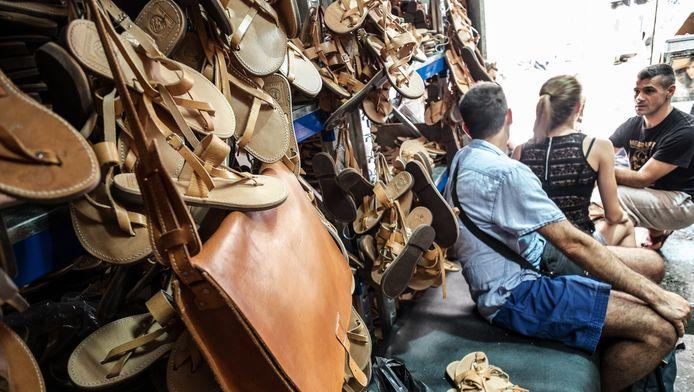 Een schoenen- en lederwarenwinkel in Athene