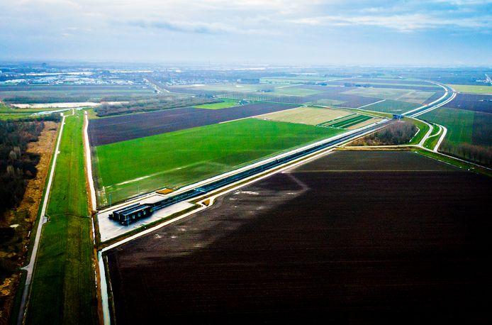 De polders rondom Puttershoek en 's-Gravendeel, gezien vanuit de lucht.