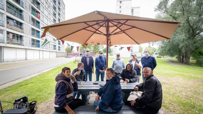 """Bewoners van 'de blokken' krijgen Buurtbooster: """"Picknickbanken zorgen voor meer sociale contacten"""""""