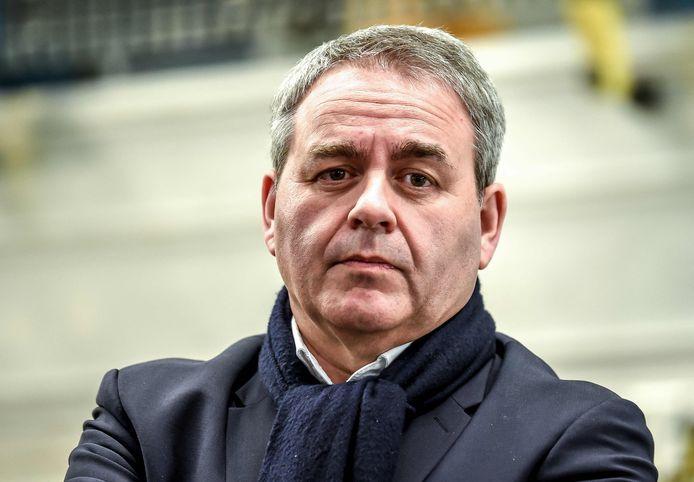 Xavier Bertrand, hier op foto tijdens een bedrijfsbezoek in 2019, haalde liefst 42 procent van de stemmen in zijn regio.