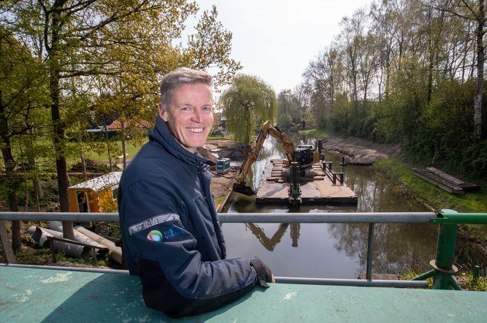 André van Uum van Waterschap Vallei en Veluwe bij stuw de Roode Haan.