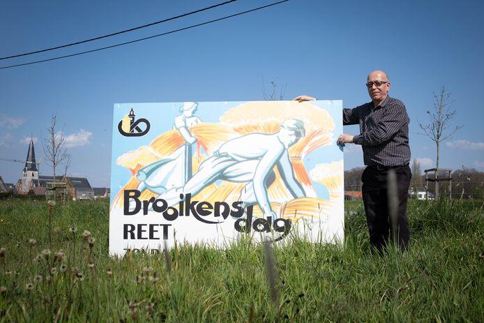 De Brooikensdag in Reet zit gewrongen met zijn datum. Jef Wijckmans houdt een aankondigend bord vast.