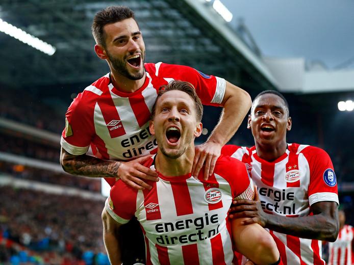 Luuk de Jong scoorde eerder dit seizoen voor PSV tegen Ajax in de thuiswedstrijd van PSV in het Philips Stadion.