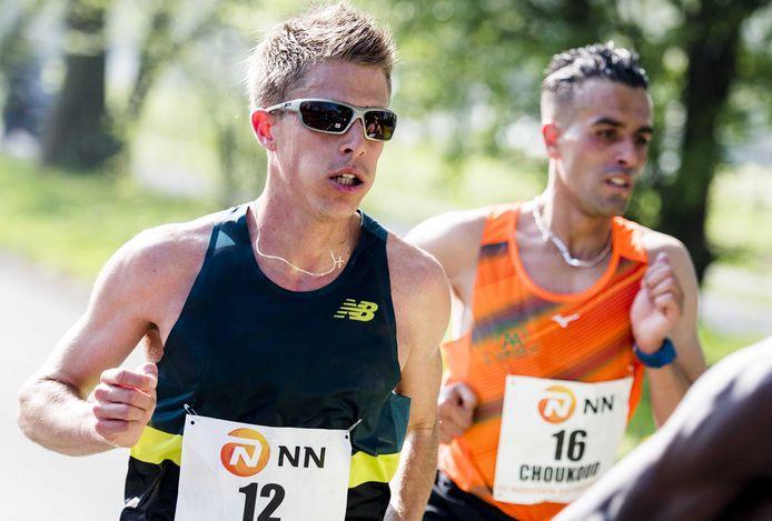 Michel Butter en Khalid Choukoud  tijdens de Marathon Rotterdam.