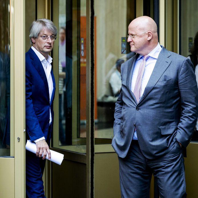 Minister Grapperhaus (Justitie en Veiligheid) en hoofdredacteur van NOS Nieuws Marcel Gelauff komen na een gesprek met de Stuurgroep Geweld en Agressie tegen Journalisten met een gezamenlijke verklaring.