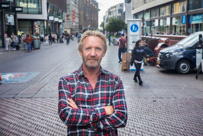 Oliebollenbakker Jan Vermolen mag zijn kraam toch op de hoek Grote Markstraat neerzetten