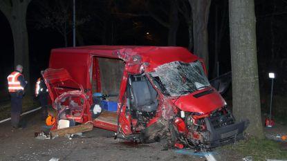 Twee inzittenden zwaargewond na crash