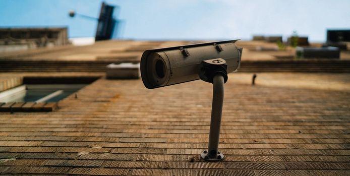 Bewakingscamera's houden u voortaan in het oog, om de hondenpoep- en zwerfvuilproblematiek tegen te gaan.