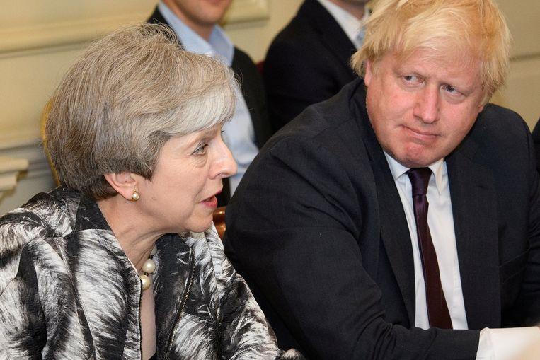 Theresa May naast Boris Johnson. Beeld Thomson Reuters