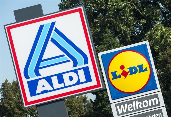 Borden van de Aldi en de Lidl. Yerseke heeft momenteel één supermarkt, een Albert Heijn.