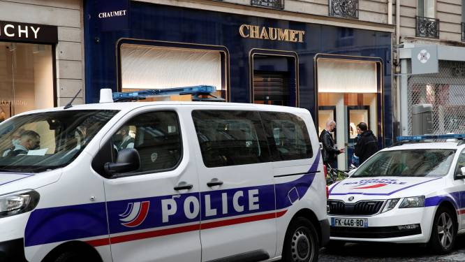 Man overvalt Parijse juwelierszaak met step: buit loopt op tot 2 à 3 miljoen euro