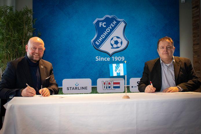 Directeur van FC Eindhoven Günther Peeters en voorzitter van Stichting Koenraed Willy Swinkels tekenen een intentieverklaring om de samenwerking te bekrachtigen.
