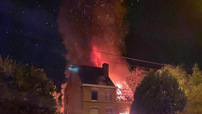 """Bewoner springt tijdens brand uit raam eerste verdiep met kat: """"Ik kon Tijgetje echt niet achterlaten"""""""