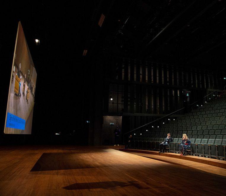 Koningin Máxima bezoekt het Internationaal Theater Amsterdam.   Beeld ANP