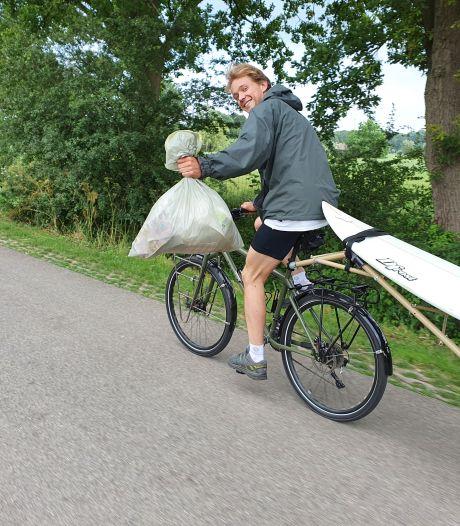 Robin fietst met een surfplank van Noorwegen naar Portugal om aandacht te vragen voor plastic vervuiling in zee