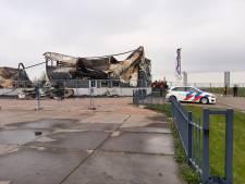Gevolgen van verwoestende brand in Swifterbant bij daglicht goed zichtbaar